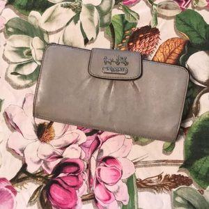 Coach wallet 🌸